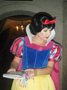 032 Snow White